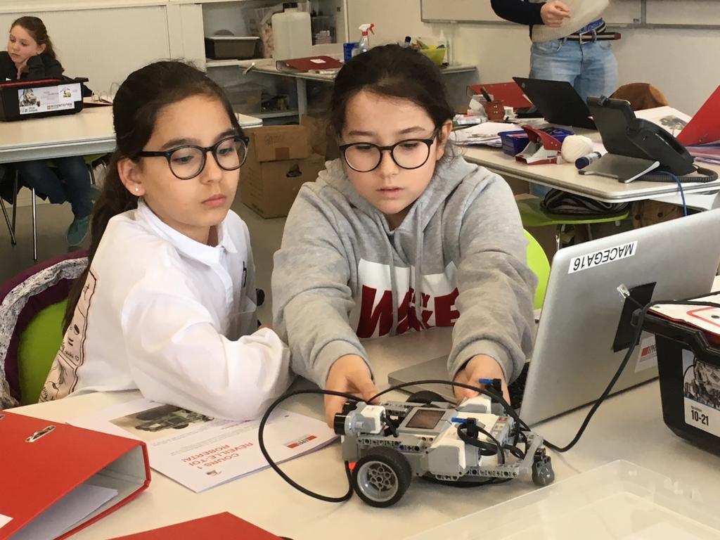 Robots for girls 2019 - Source- Twitter EPFL